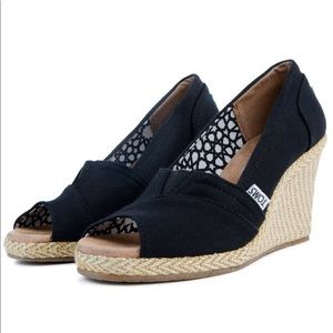 Toms' classic wedge sandals